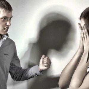 Почему муж бьет жену психология и причины